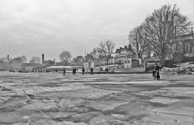 Frozen River Thames 1963.