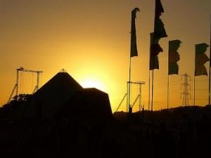 pyramid-stage-sunset-glastonbury-2008